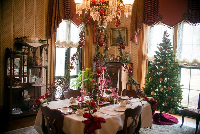 Christmas Tea & Tour